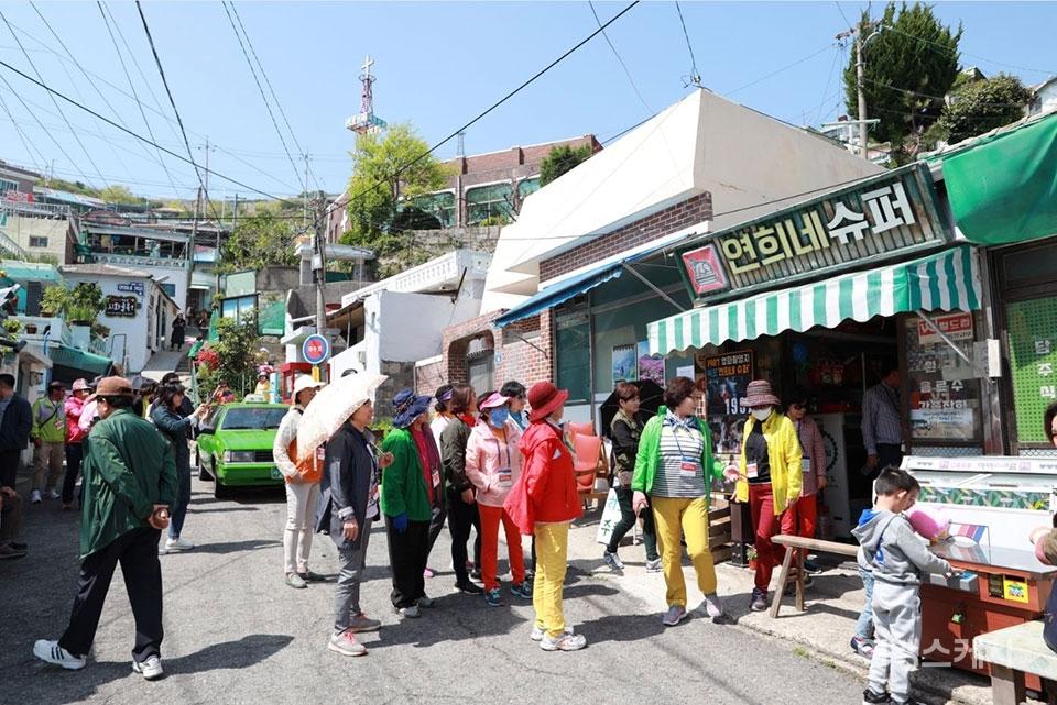 드라마와 영화 등으로 인해 목포시 곳곳이 관광 명소가 되었다. 사진은 영화 '1987' 촬영지 서산동 '연희네 슈퍼'. 사진제공 / 목포시청
